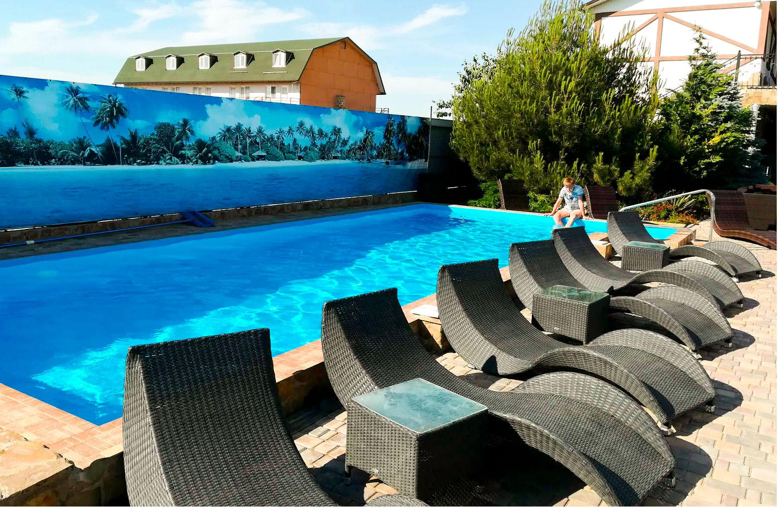 Заозерное отели с бассейном